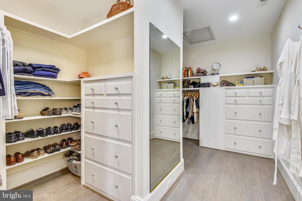 Owner's Walk In Closet - 40850 ROBIN CIR, LEESBURG