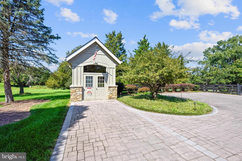 Garden shed with water and electricity - 40850 ROBIN CIR, LEESBURG