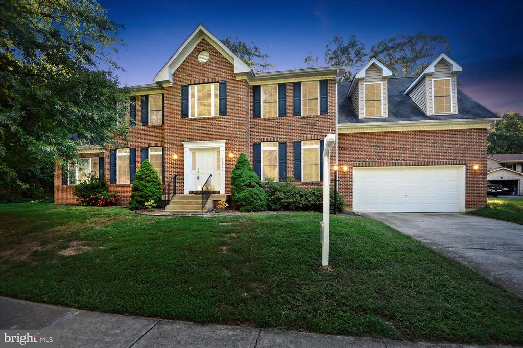 Stunning colonial on a premium lot in Montclair - 15901 EDGEWOOD DR, DUMFRIES