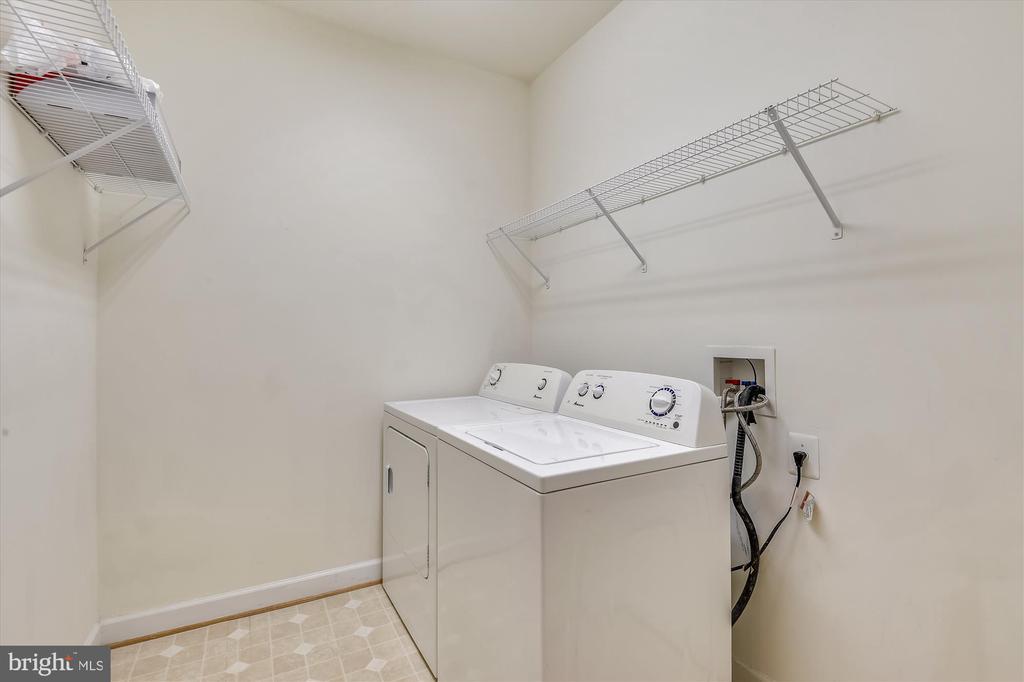 Main level laundry room - 15901 EDGEWOOD DR, DUMFRIES