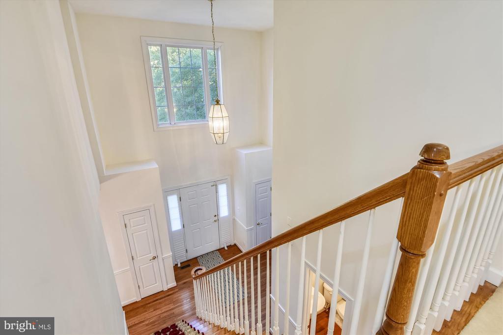 Upstairs hallway overlooks the massive foyer - 15901 EDGEWOOD DR, DUMFRIES