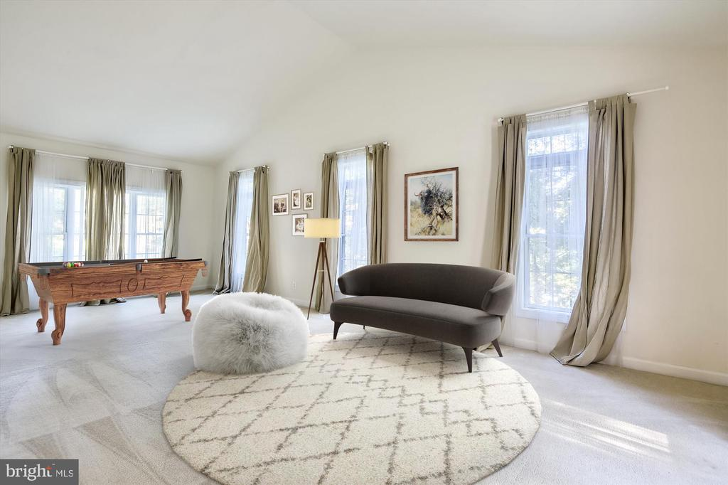 *Virtually staged* GREAT ROOM w/ cathedral ceiling - 15901 EDGEWOOD DR, DUMFRIES