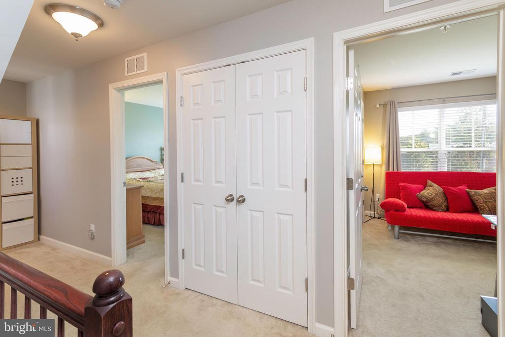 Bedrooms and Washer/Dryer on Upper Level - 24656 JACKALOPE TER, ALDIE
