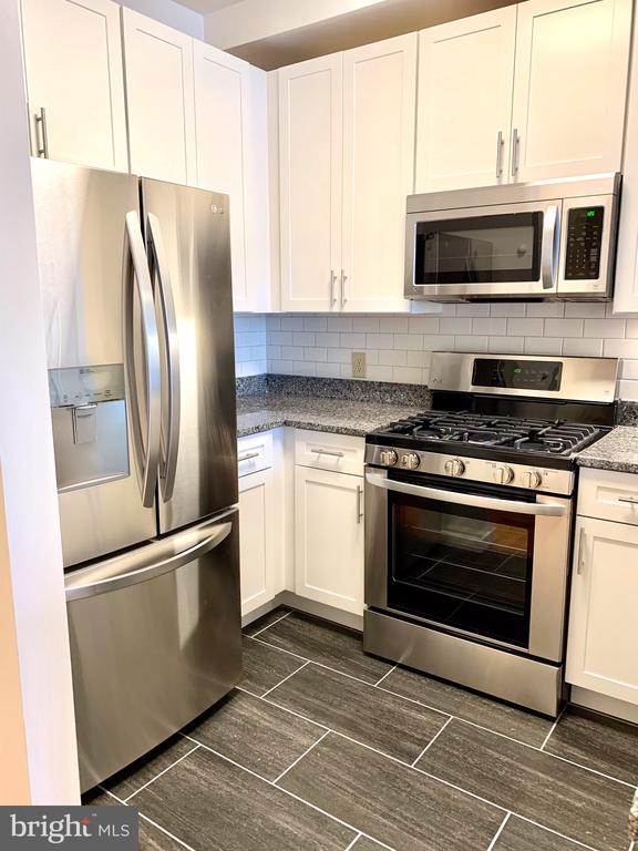 SS LG Appliance, New Tile Floor, Soft close Cabine - 1625 INTERNATIONAL DR #412, MCLEAN