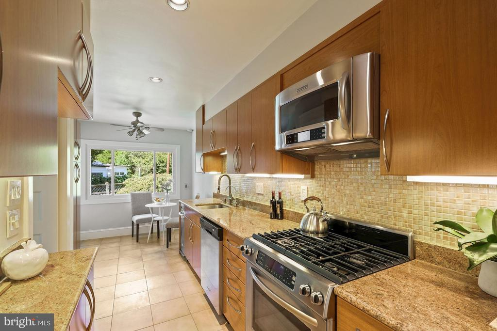 Updated eat-in kitchen with great storage - 4111 LEGATION ST NW, WASHINGTON