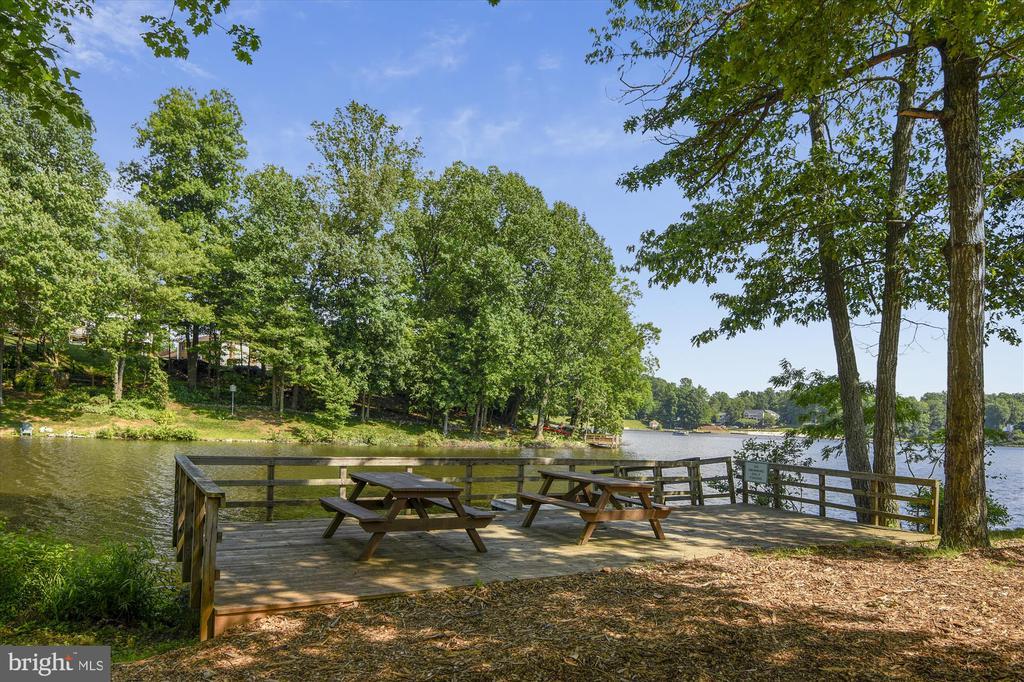 Beaver landing picnic area - 15901 EDGEWOOD DR, DUMFRIES