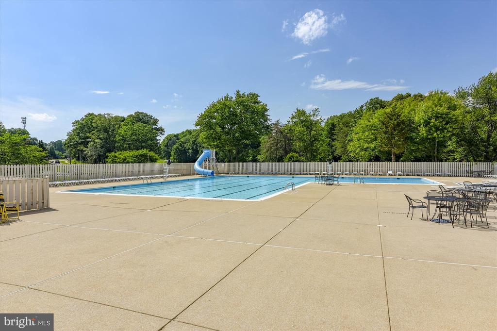 Montclair Country Club Pool - 15901 EDGEWOOD DR, DUMFRIES
