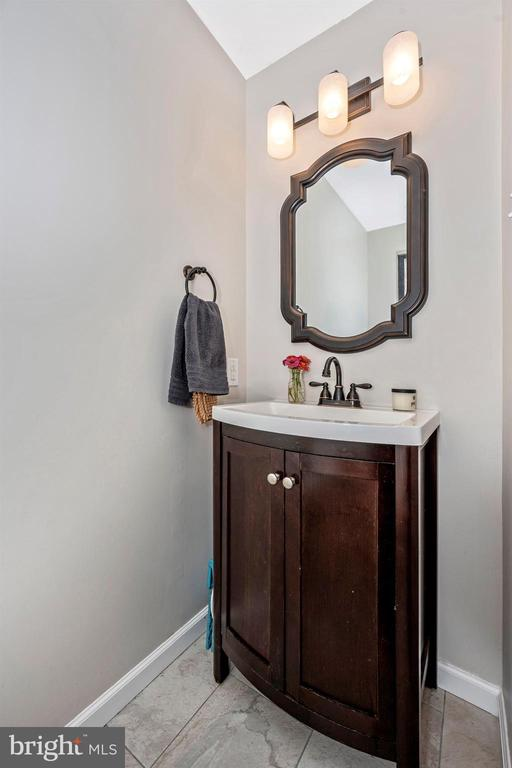 powder room - 12 COLLIERY DR, THURMONT