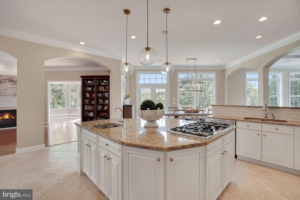 Kitchen with Granite Counters - 44220 RIVERPOINT DR, LEESBURG