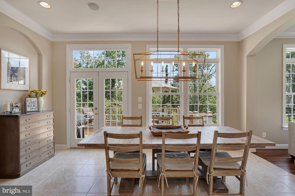 Gorgeous Eat-In Kitchen Area with Custom Lighting - 44220 RIVERPOINT DR, LEESBURG