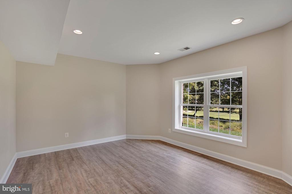 Lower Level 6th Bedroom Sitting Area - 44220 RIVERPOINT DR, LEESBURG