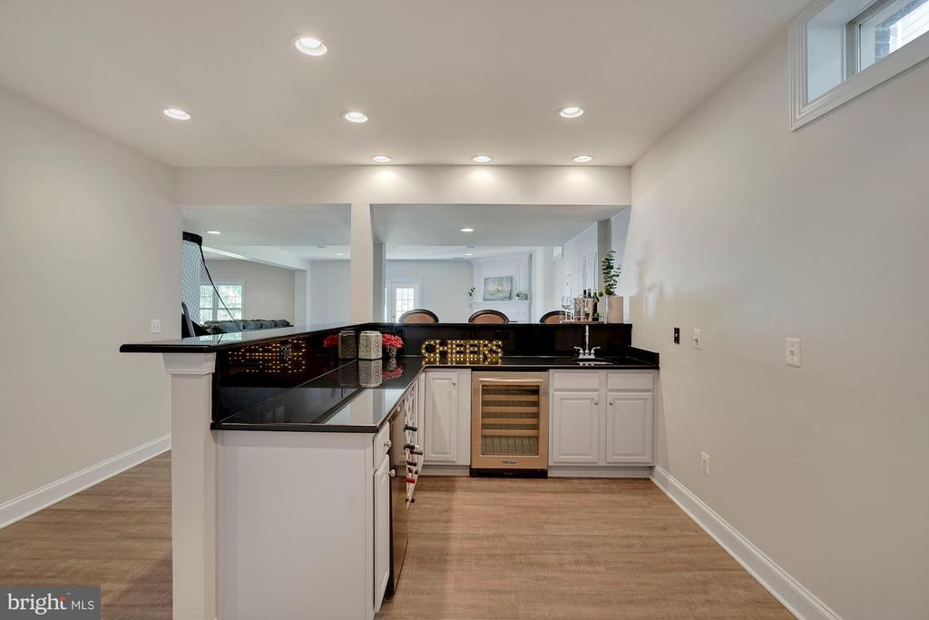 Full Bar with Granite Counters - 44220 RIVERPOINT DR, LEESBURG