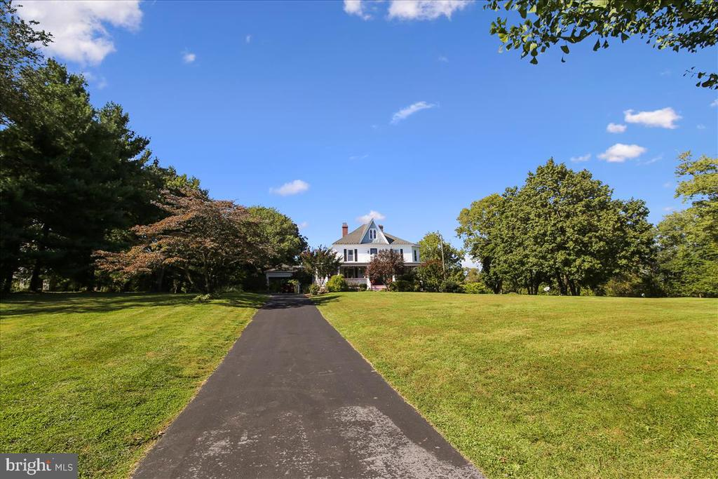 Transition from reality to tranquility - 39860 LOVETTSVILLE RD, LOVETTSVILLE