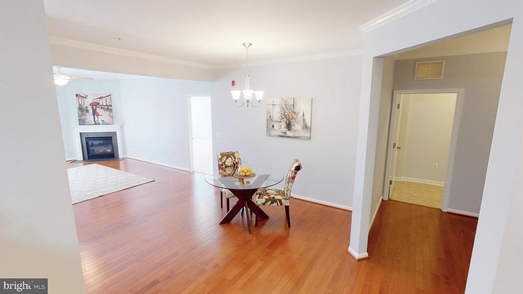Gorgeous Hardwood Floors - 43144 SUNDERLAND TER #305, BROADLANDS