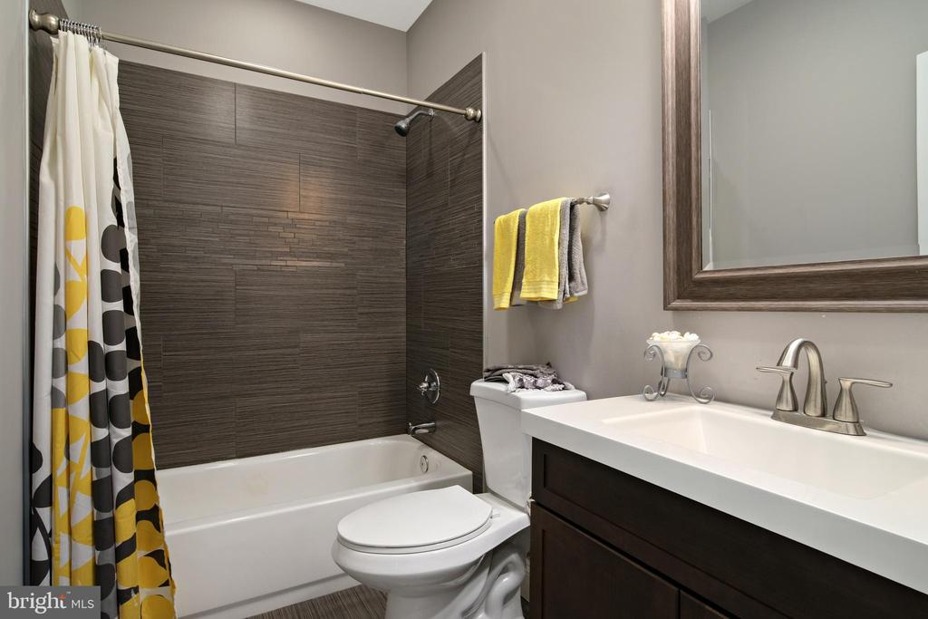Basement Full Bath - 43945 RIVERPOINT DR, LEESBURG