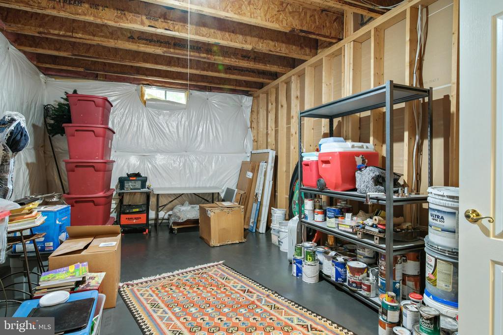 Large Storage Space - 43945 RIVERPOINT DR, LEESBURG