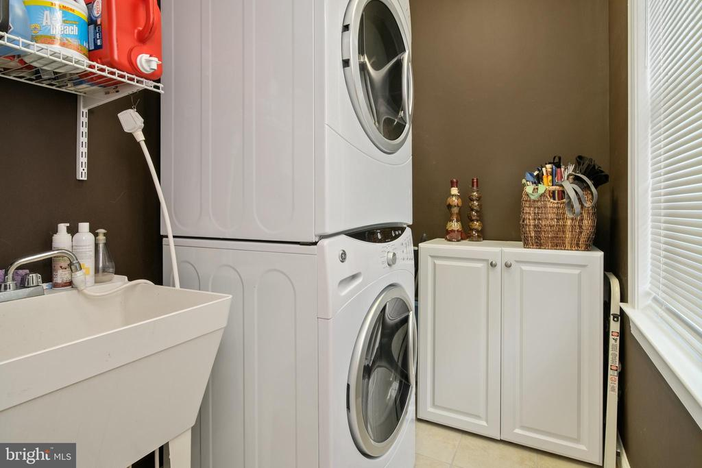 1st Floor Laundry - 43945 RIVERPOINT DR, LEESBURG