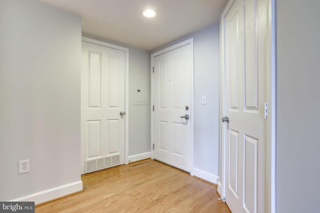 Foyer - 1201 N GARFIELD ST #909, ARLINGTON