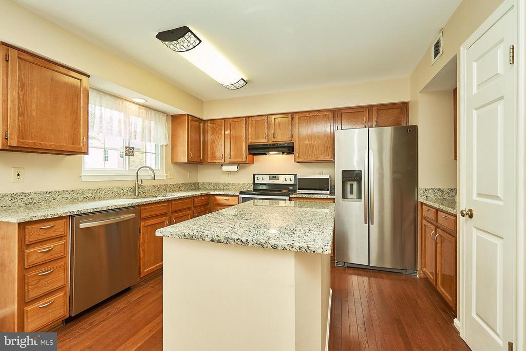 Kitchen - 919 SMARTTS LN NE, LEESBURG