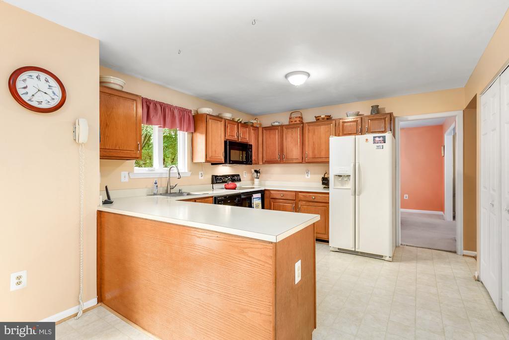 Open to breakfast area - 507 STONEY CREEK CT, STERLING