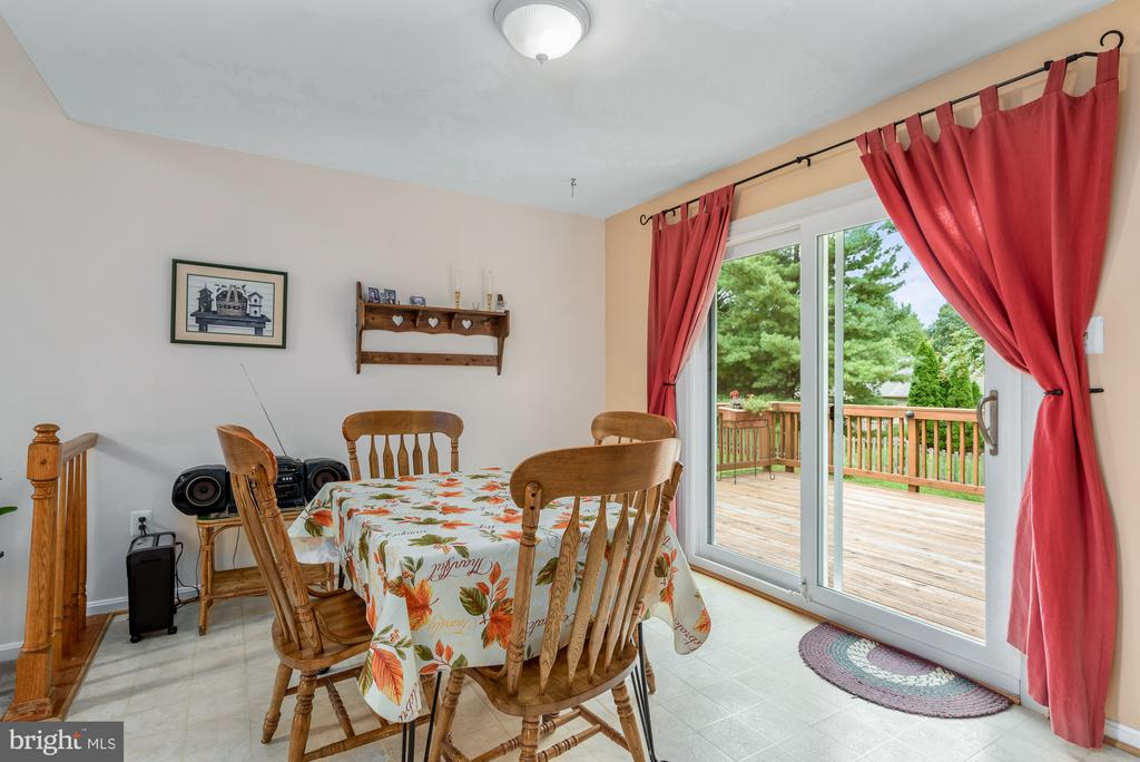 Eat in kitchen with access to deck - 507 STONEY CREEK CT, STERLING