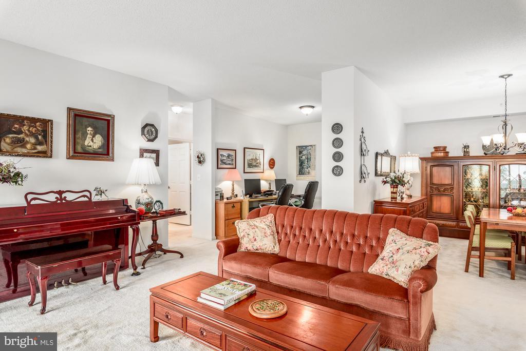 Living room - 19355 CYPRESS RIDGE TER #417, LEESBURG