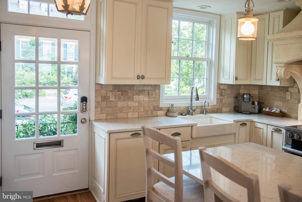 Stunning kitchen renovation - 210 JEFFERSON ST, ALEXANDRIA