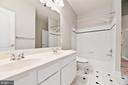 Jack and Jill Bath - 22767 SWEET ANDREA DR, BRAMBLETON