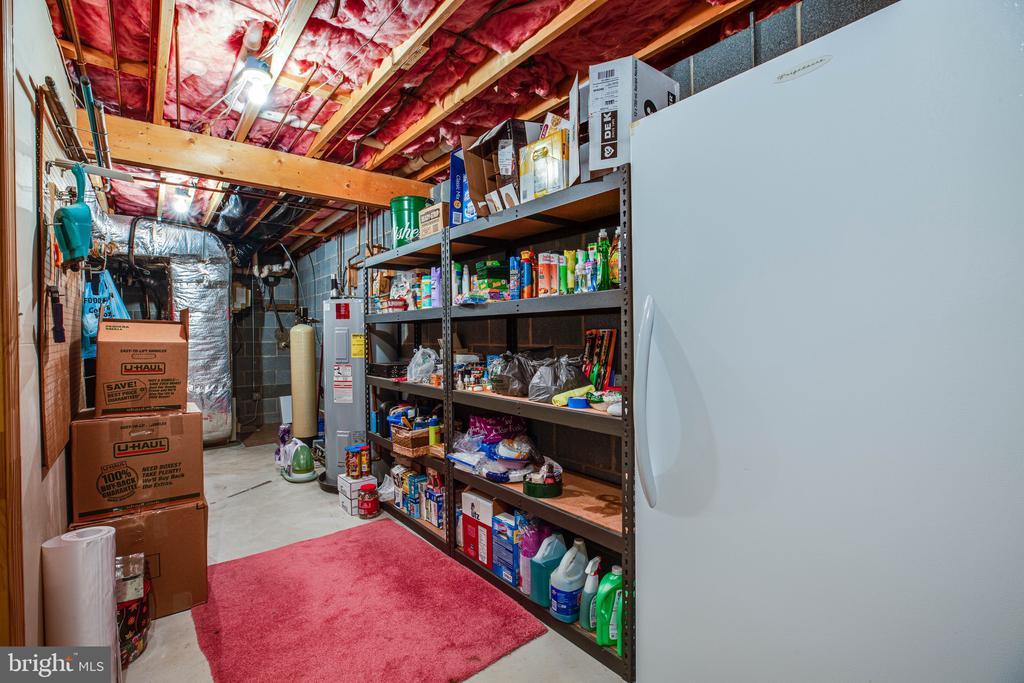 Plenty of extra storage - 6300 MARYE RD, WOODFORD