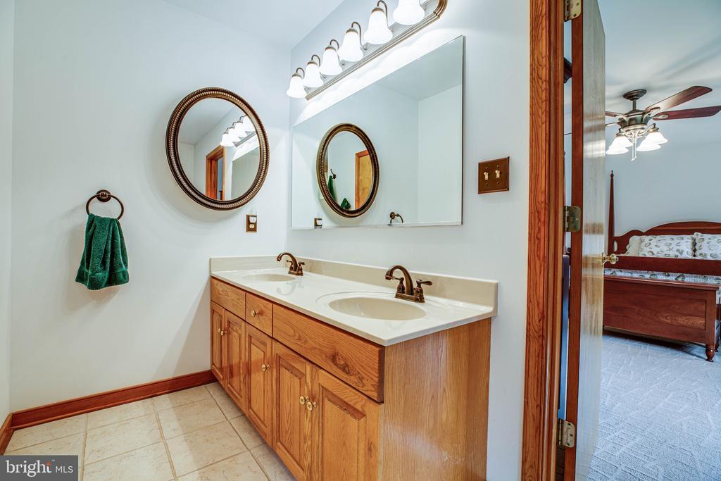Primary Bedroom ensuite w/ double vanities - 6300 MARYE RD, WOODFORD