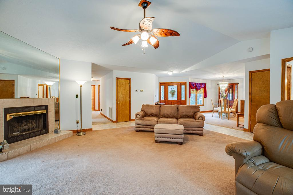 Open Concept Living for Easy Living - 6300 MARYE RD, WOODFORD