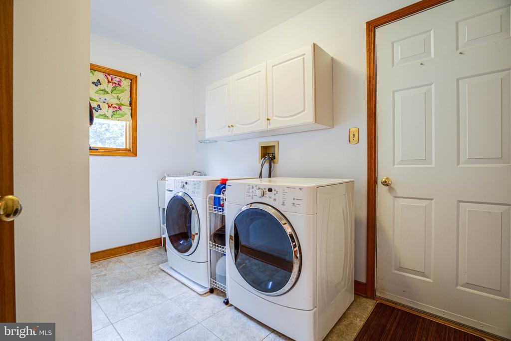 Main Level Laundry w/ Garage Access - 6300 MARYE RD, WOODFORD