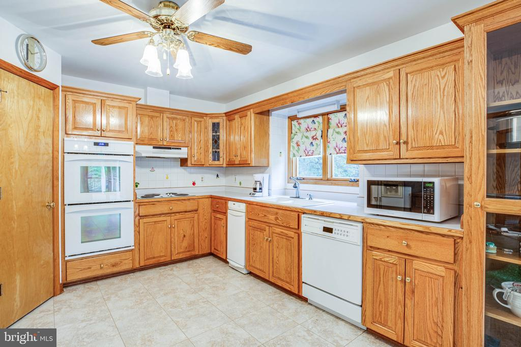Kitchen offers a walk in pantry for easy prep - 6300 MARYE RD, WOODFORD