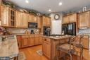 Gourmet Kitchen with cooktop and double oven - 4372 PATRIOT PARK CT, FAIRFAX