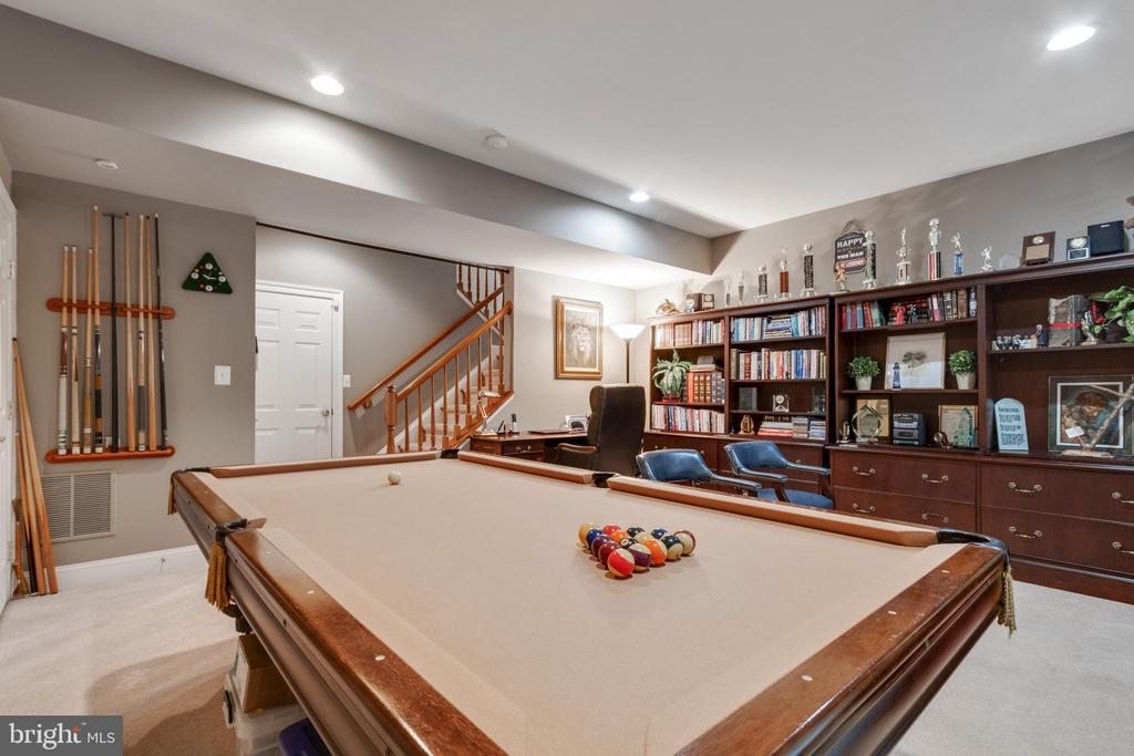 Large basement with walkout - 4372 PATRIOT PARK CT, FAIRFAX