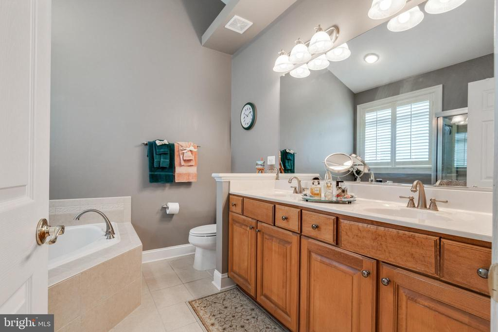 Double sink in the master bathroom - 4372 PATRIOT PARK CT, FAIRFAX