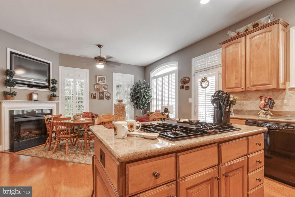 Kitchen island across from family room/eat-in area - 4372 PATRIOT PARK CT, FAIRFAX