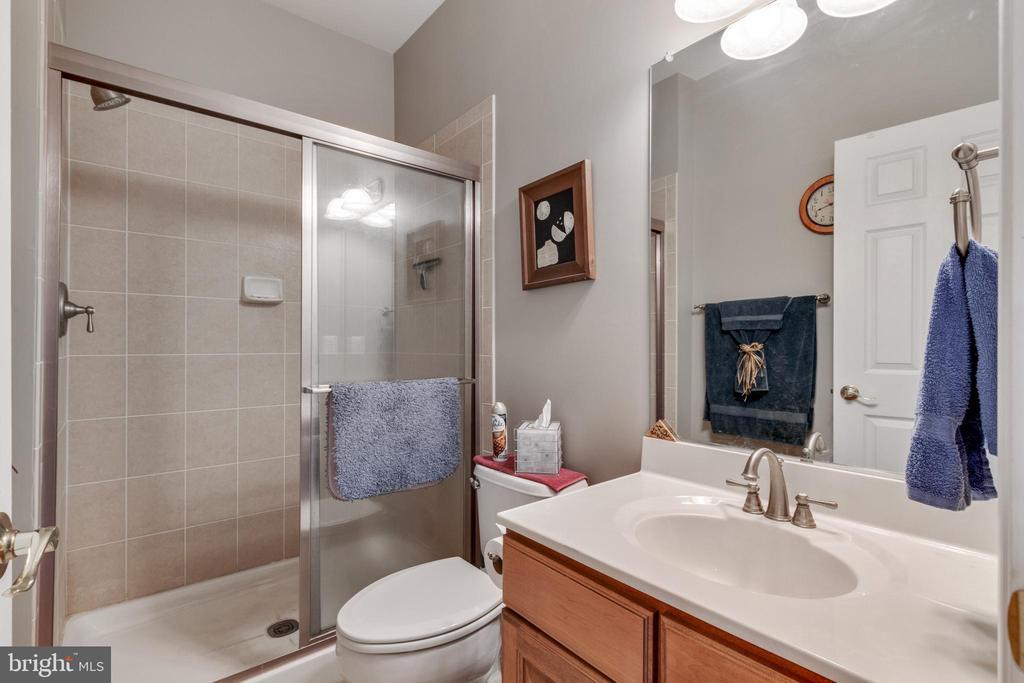 Basement full bathroom - 4th bedroom - 4372 PATRIOT PARK CT, FAIRFAX
