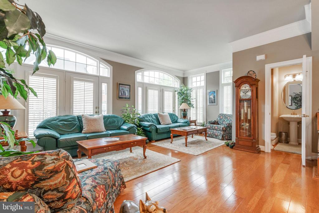 Living room with hardwoods and plantation shutters - 4372 PATRIOT PARK CT, FAIRFAX