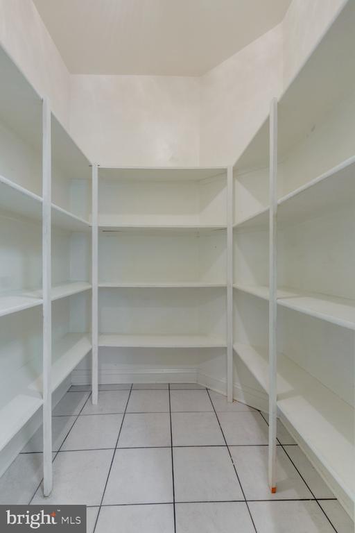 Huge pantry - 501 SABER CT SE, LEESBURG