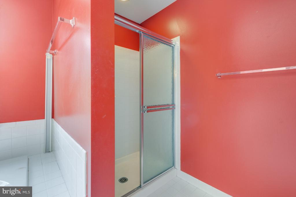 Consider separate shower options - 501 SABER CT SE, LEESBURG