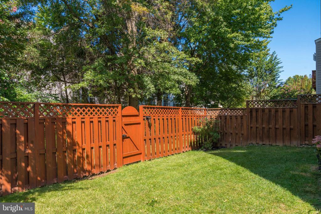 Fully Fenced Back Yard - 21871 HAWKSBURY TER, BROADLANDS
