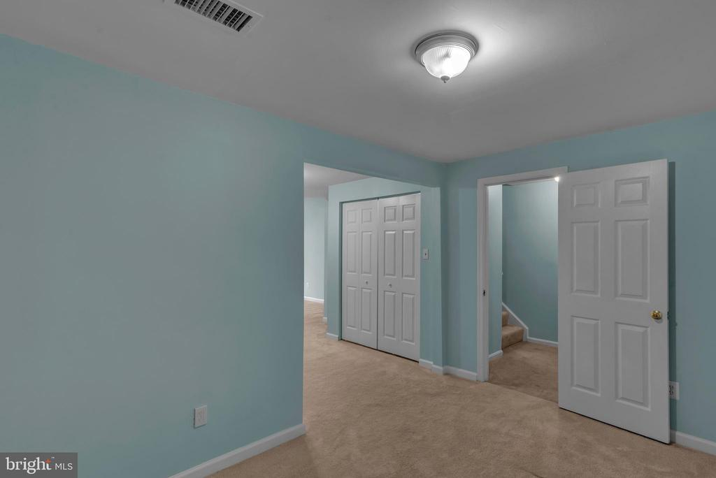 Basement Interior Stair Access! - 13536 DARTER CT, CLIFTON