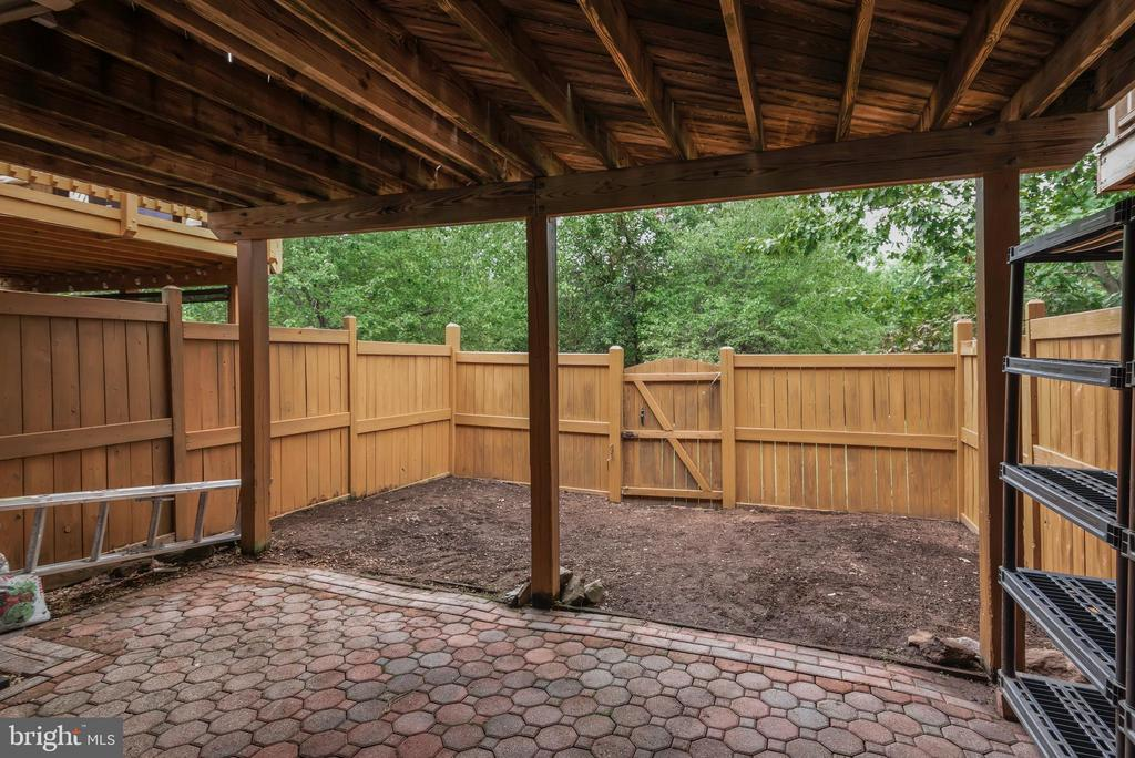 Fully Fenced Back Yard with Patio! - 13536 DARTER CT, CLIFTON