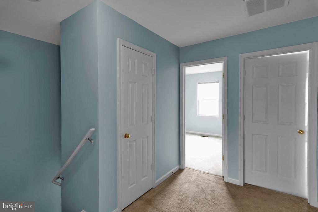 Upstairs Hallway! - 13536 DARTER CT, CLIFTON