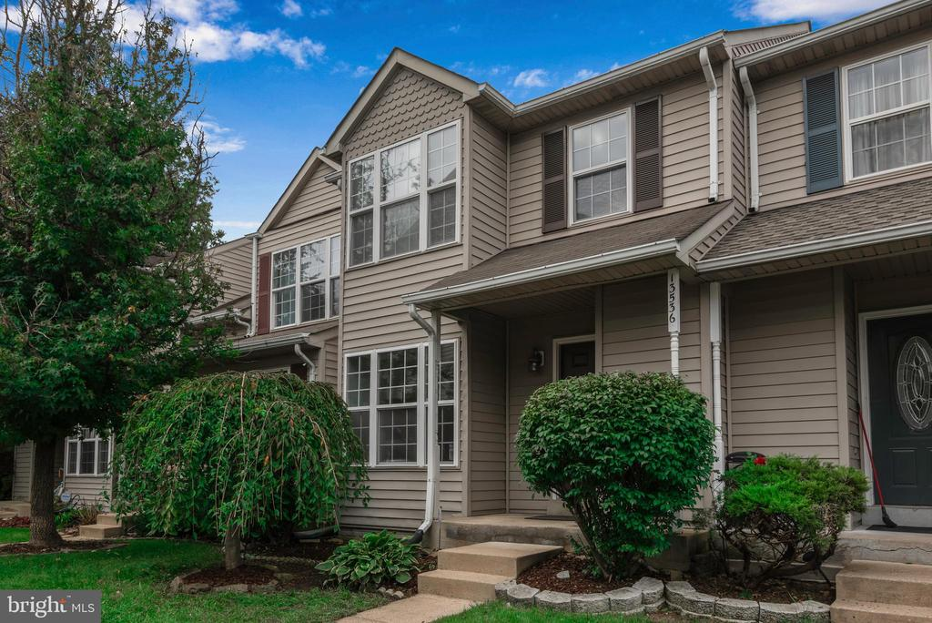 Manicured landscaping! - 13536 DARTER CT, CLIFTON