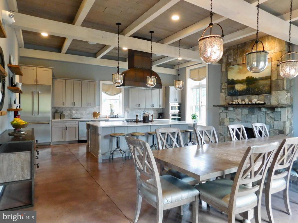 The event kitchen- Gorgeous Space to entertain - 16928 TAKEAWAY LN, DUMFRIES