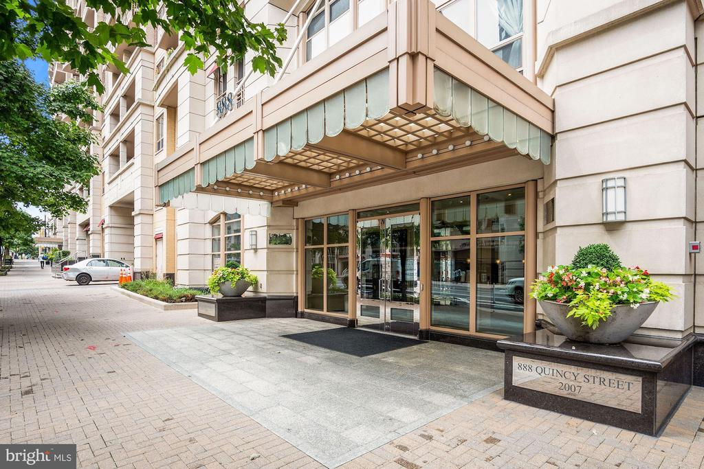 This Building has Beautiful Curb Appeal! - 888 N QUINCY ST #207, ARLINGTON