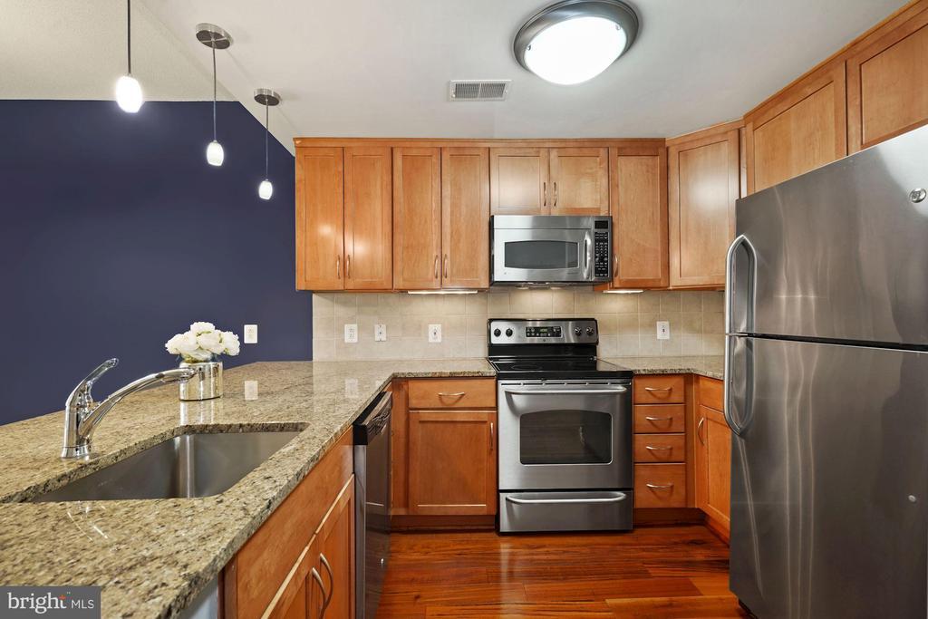 Kitchen - Overhead & Pendant Lighting! - 888 N QUINCY ST #207, ARLINGTON