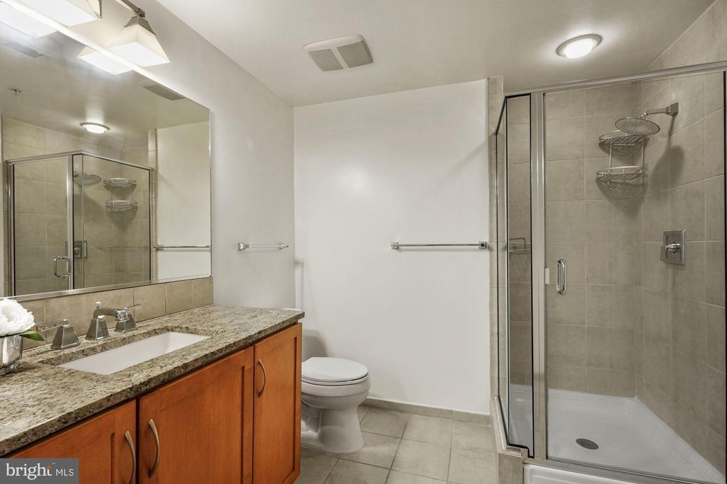 Full Bathroom - Very Spacious! - 888 N QUINCY ST #207, ARLINGTON